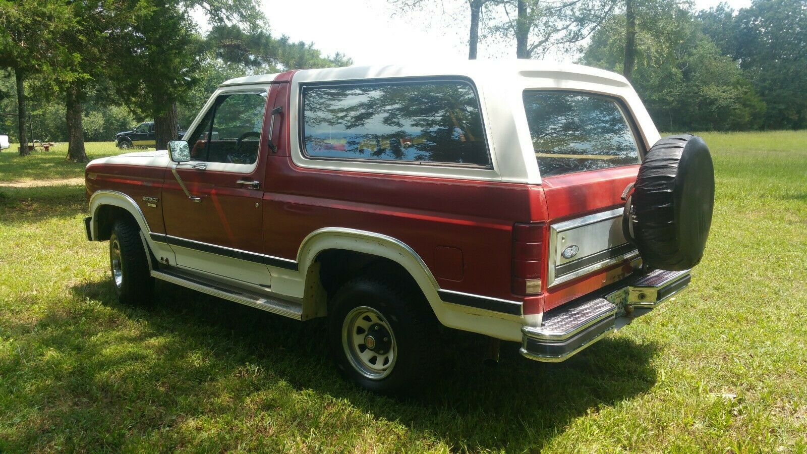 Ford Bronco 1985 4x4 - MBB Collection